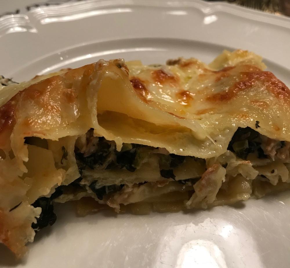 Lasagne med blomkålssvamp svartkål och taleggio